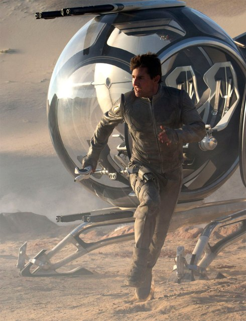 Tom-Cruise-in-Oblivion-2013-Movie-Image1